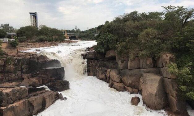 Rio Tietê volta a acumular espuma em Salto